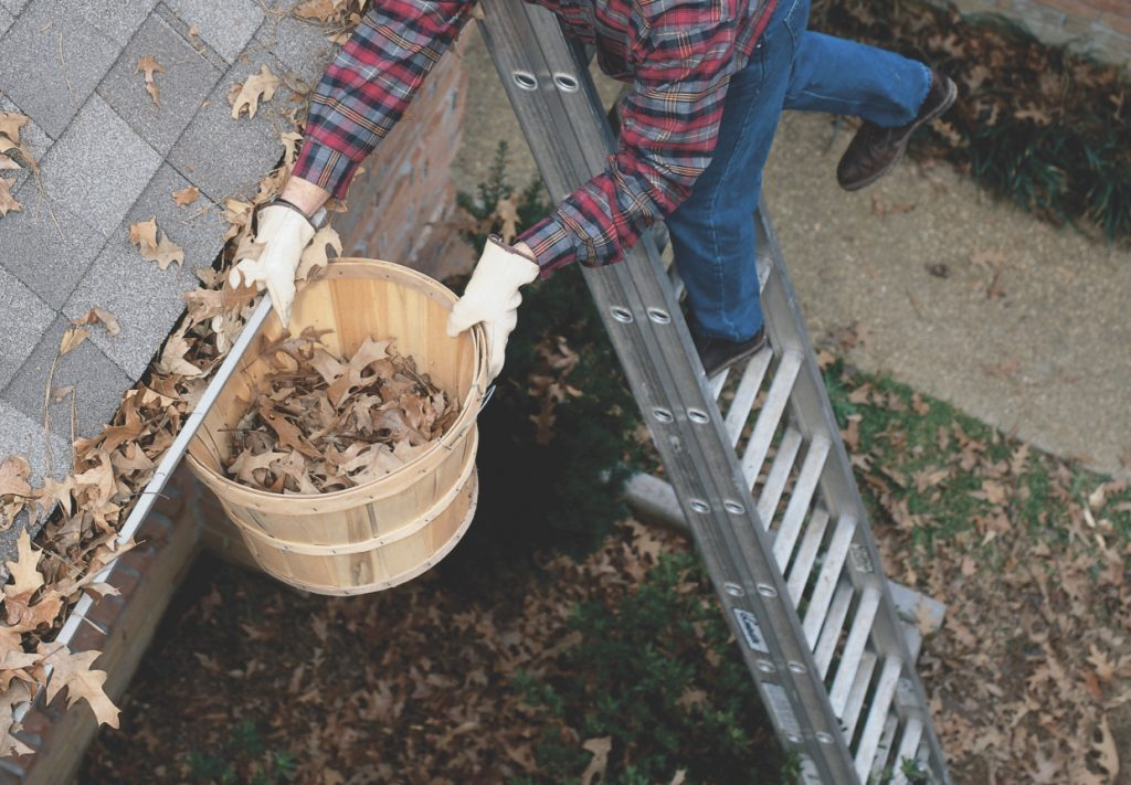 Avoid dangerous gutter cleaning