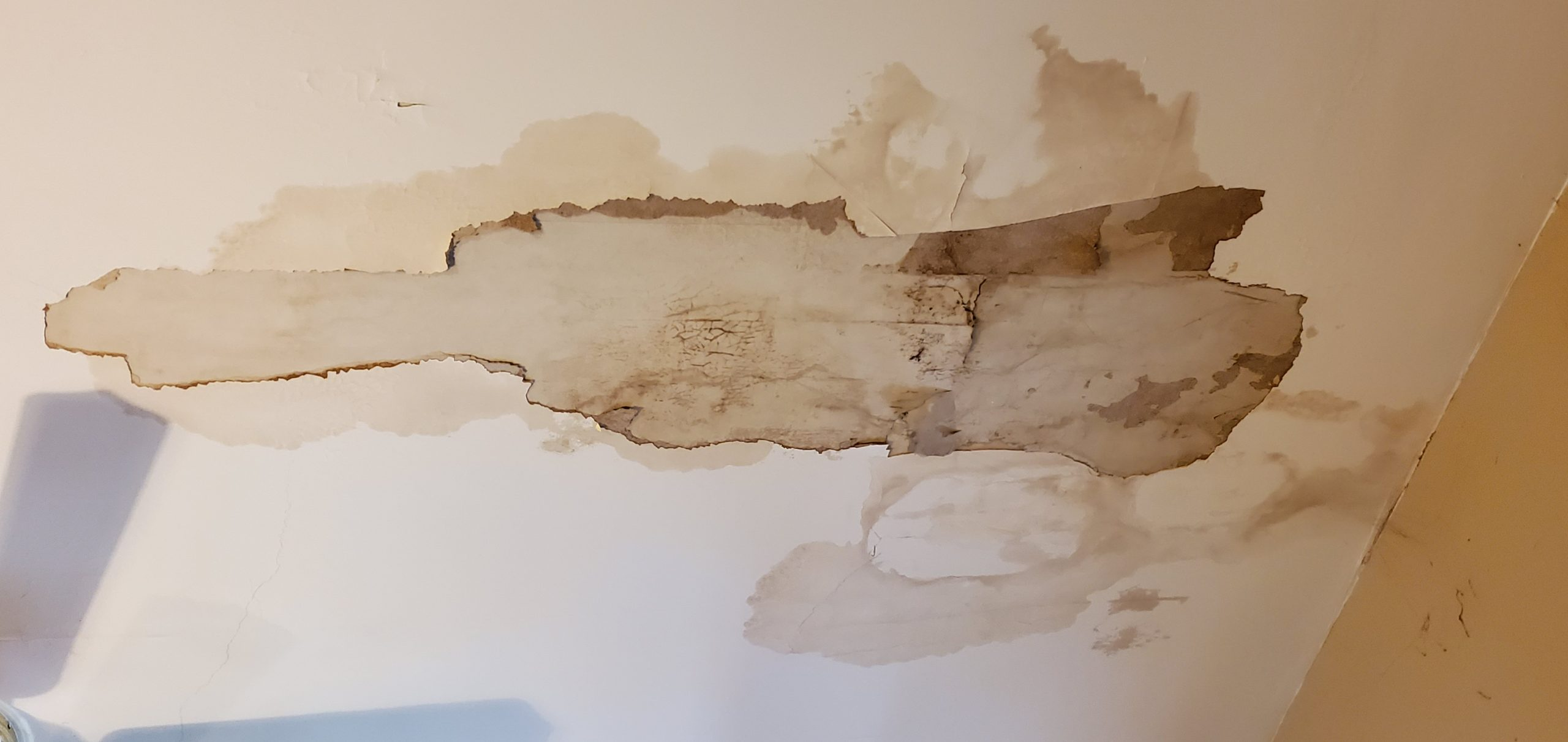 this is a picture of ceiling stain and drywall that is falling and cracking in knoxville tn