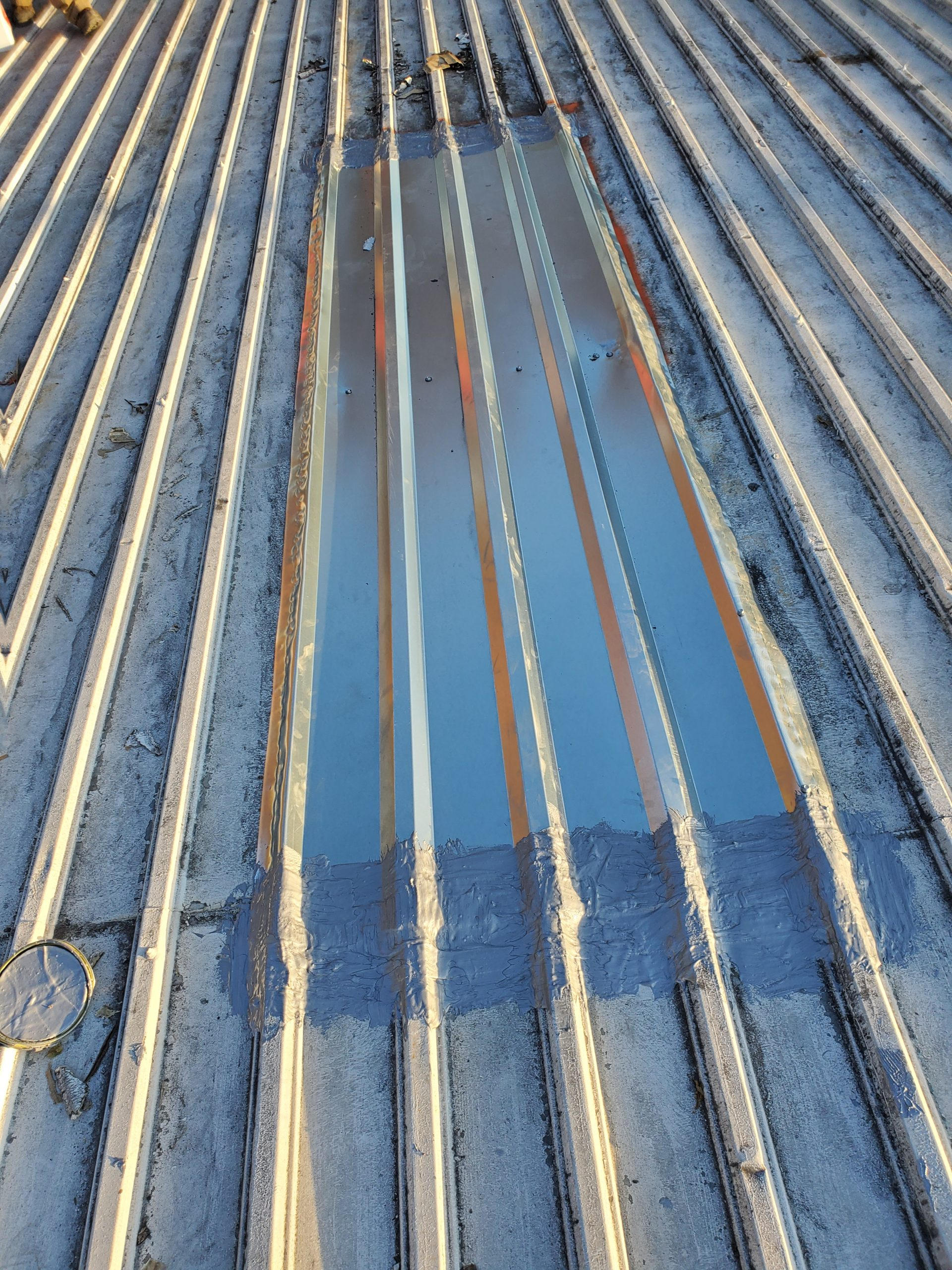 This is a view of a section of the metal roof that Litespeed Construction sealed with Aldo 385.