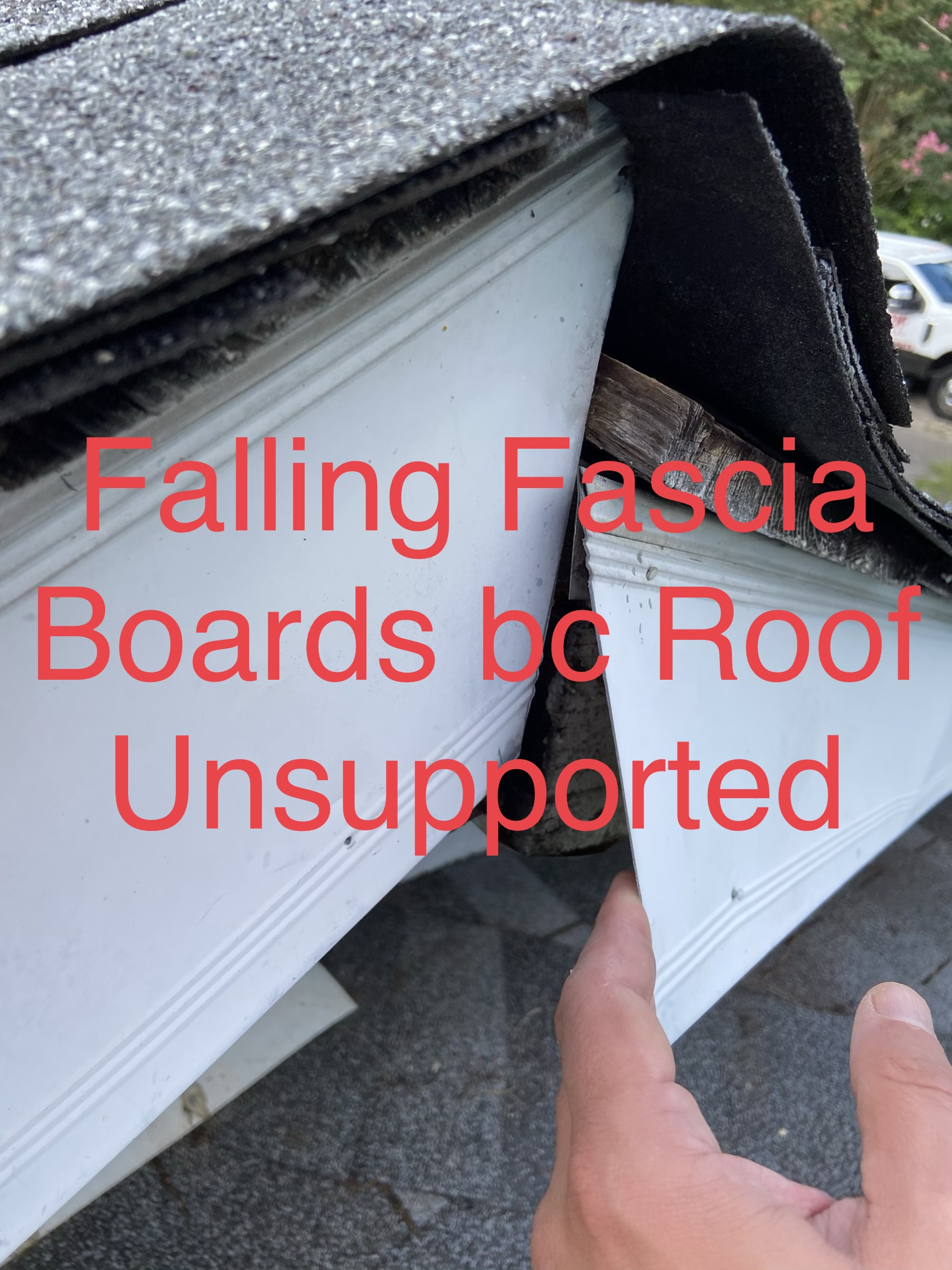 picture of roof line that is separated and text in the picture saying failing fascia
