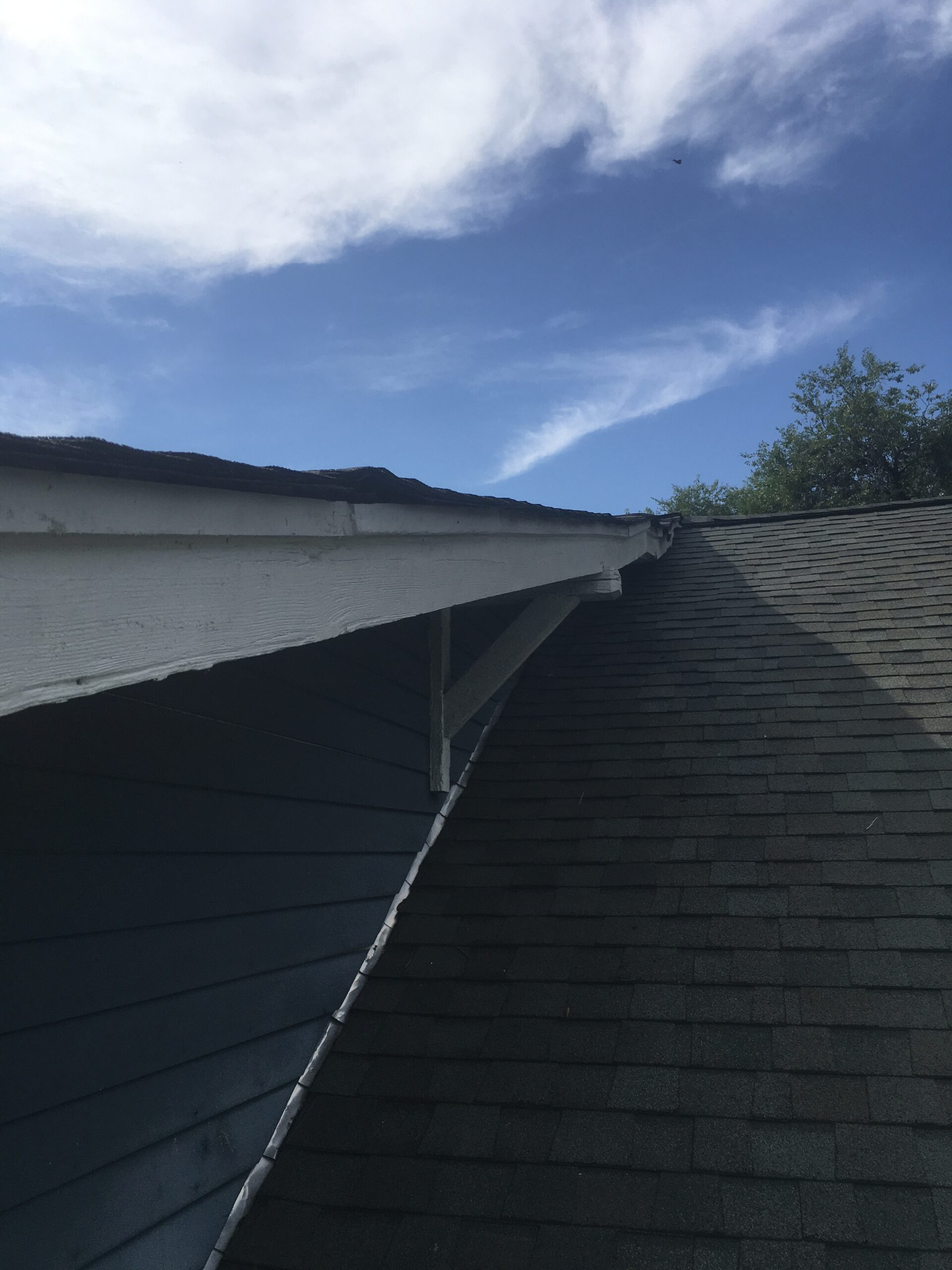 this is a picture of a soffit that is wavy showing a wavy roofline