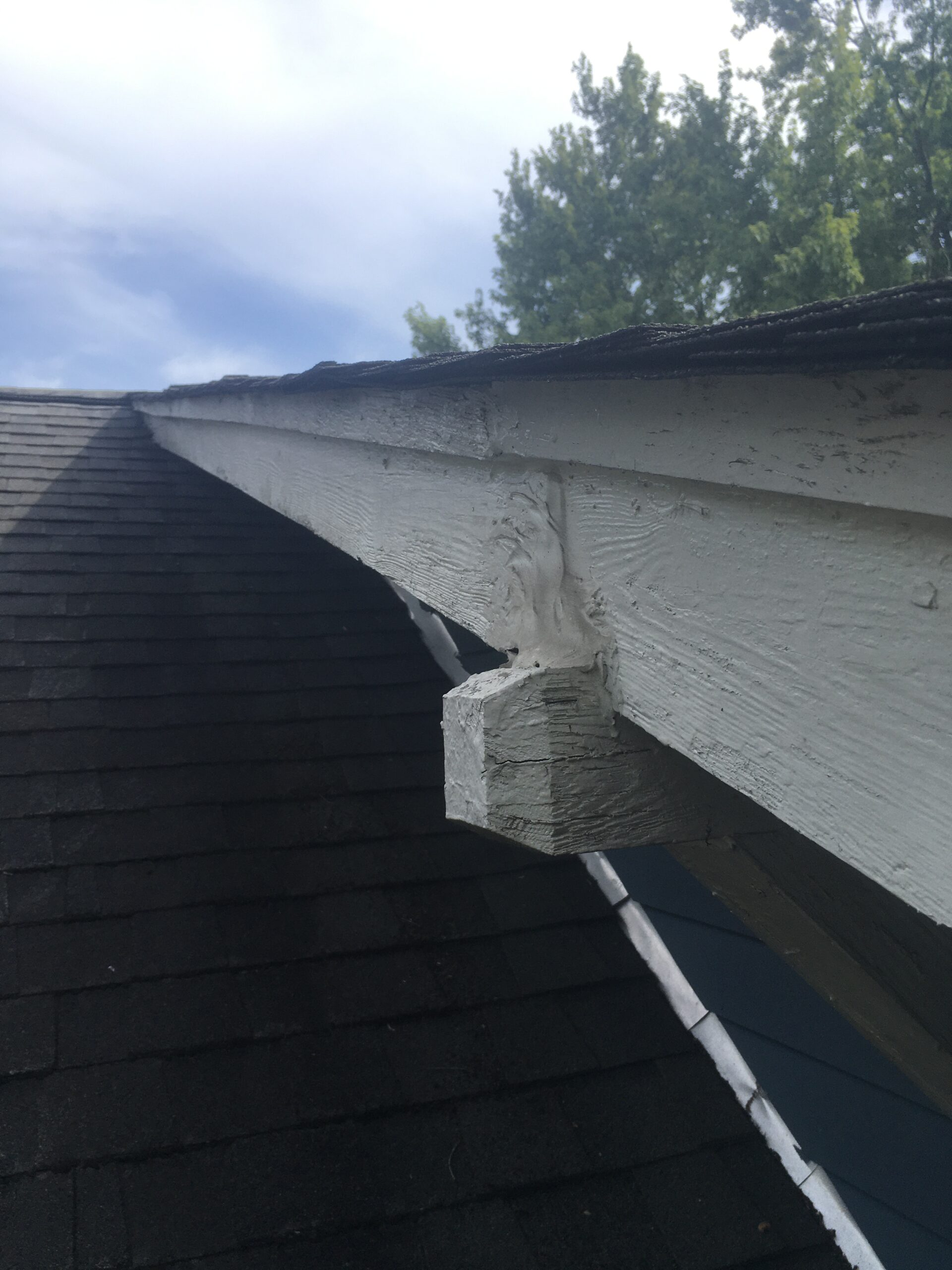 this is a picture of a straight roof line and soffit