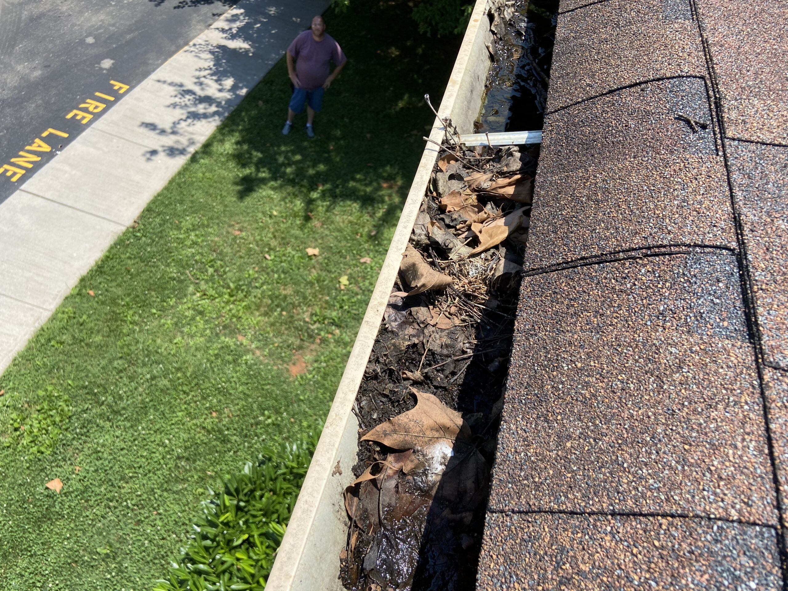 this is another picture of a roof with debris in it