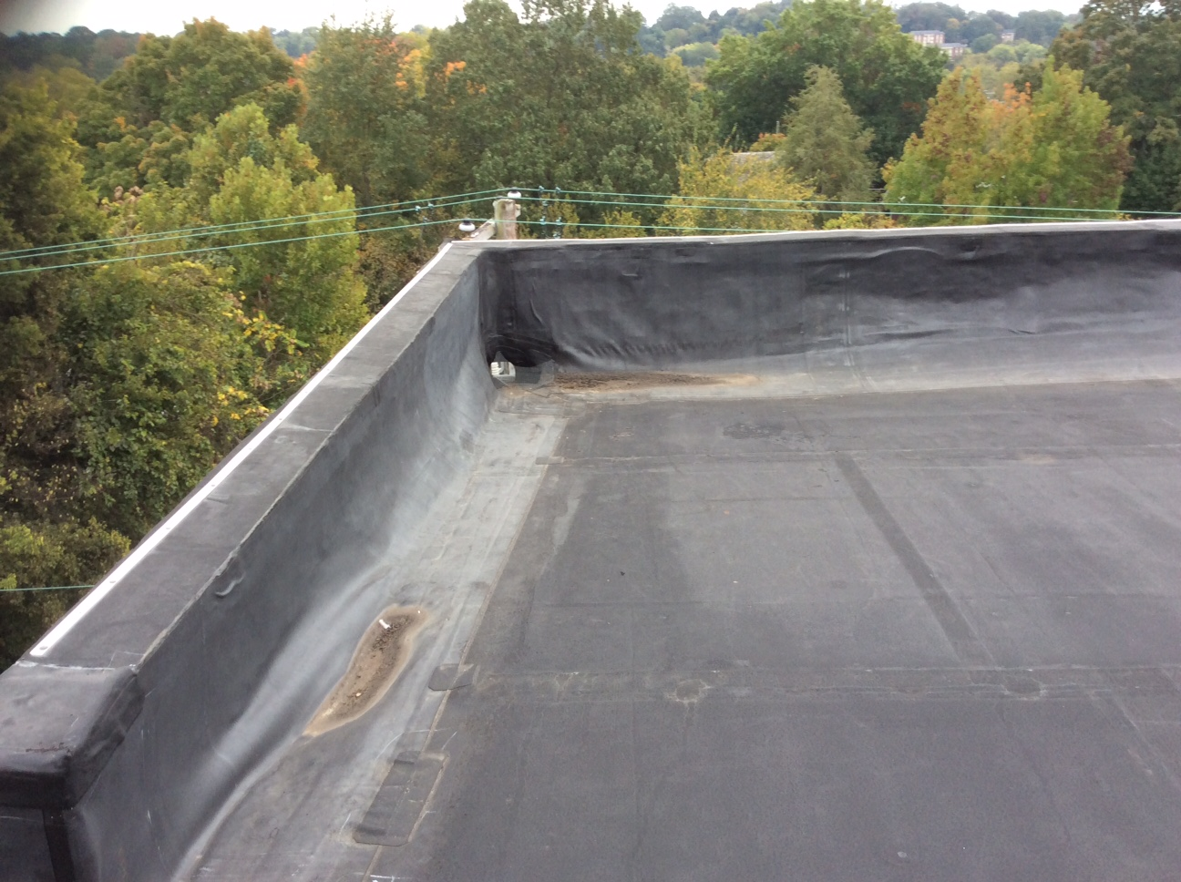 This is a view of the wall of a flat roof.
