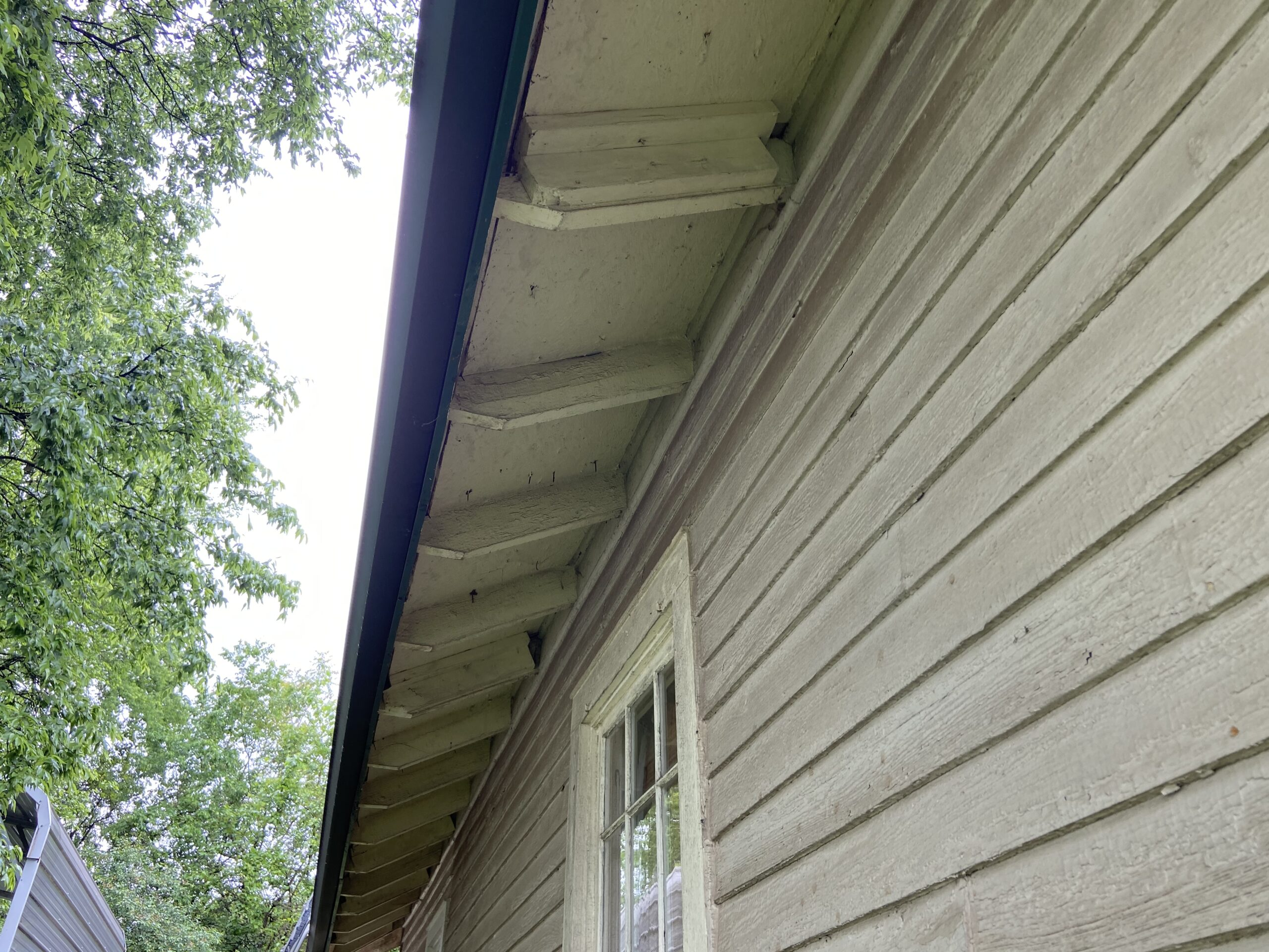 Plywood soffit at roof esge
