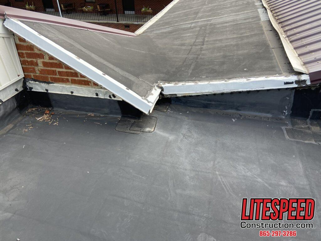 Rubber roof that is lifted